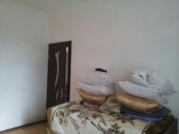 Bakı şəhərində Tecili  3 otaqli orta temirli ev satilir.
