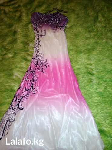 Продаю очень красивое платье размер 44-46 одето пару раз в Кант