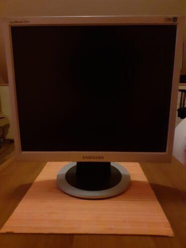 Prodajem Samsung monitor,17 inča,malo korišćen