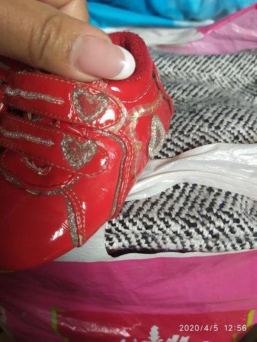 Классные фирменные кроссики почти новые 20 размер по стельке где то