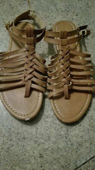 Ženska obuća | Beocin: Prodajem polovne kozne sandale,malo nosene ali imaju malu ogrebotinu
