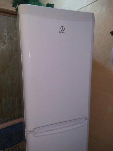 Холодильник INDESIT в отличном состоянии, высота 1.70, морозильник вни в Лебединовка