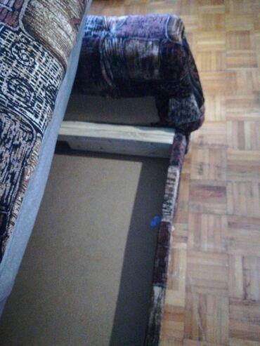 Garniture - Srbija: Prodajem dva kauca za 4000, samo licno preuzimanje u Bajinoj Basti