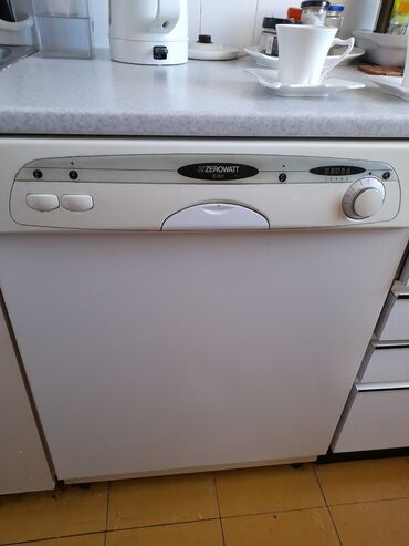 Masina za pranje sudova - Srbija: Masina za sudove sem grejaca sve funkcionise radila do pre par dana