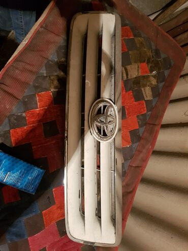 Решетка тойота хайлендер 2003 год гибрид,рыночная цена 4000 отдам
