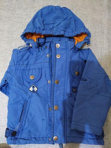 Куртка осенняя для мальчика цвет синий,с капюшоном,карманами,внутри