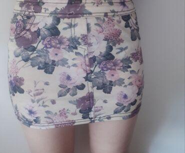 Ženska odeća | Novi Sad: Cvetna mini suknja. Ocuvananosena samo par puta