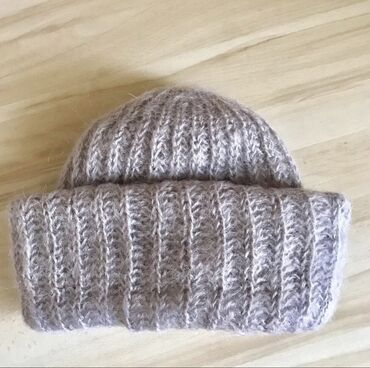 Шерстяная шапка, связана на заказ. Очень мягкая, не давит, сохраняет о