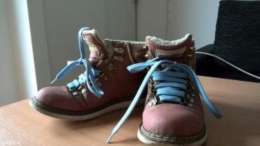Carerra zimske cipele,broj 37,imaju i bele pertle - Pozega