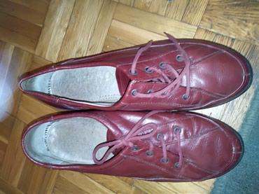Cipele 38 odlepila se sa strane inace su skroz ok bordo boje - Belgrade