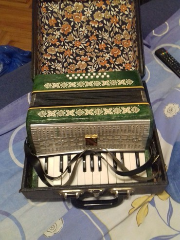 Harmonike | Srbija: Prodajem Malbis malu rusku harmoniku u odlicnom stanju potpuno