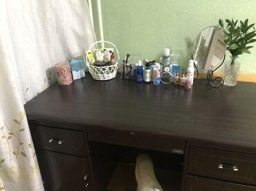 Продаю письменный стол б/уОчень вместительный, большой Идеальное