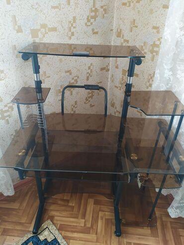 Компьютерный стол в идеальном состоянии (Стеклянный)