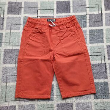 Ostala dečija odeća   Subotica: C&A Bermude u velicini 134. Nemaju ostecenja