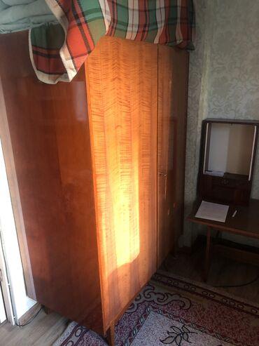 Продаю б/у мебель (книжный шкаф, кровати, кресла, журнальные столики