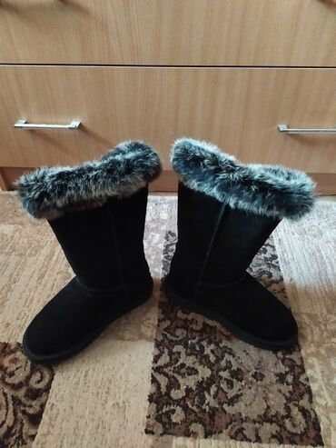 сдаю дом токмок в Кыргызстан: Продам женские угги новые натуральный мех ( кролик) размер 36