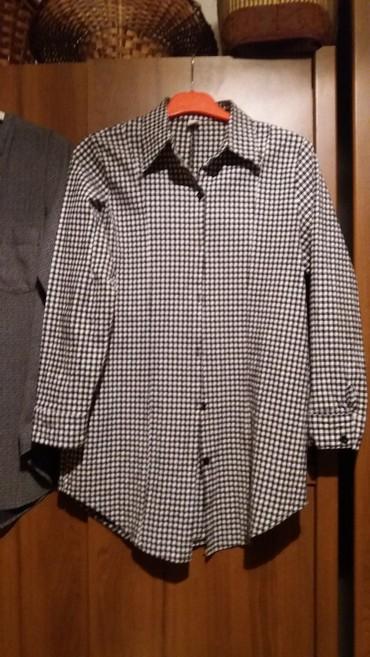 Рубашка туника. 44 46размер. 100сом. ткань стрейч плотная. состояние