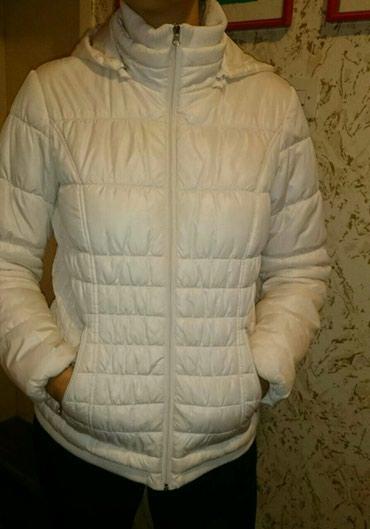 Personalni proizvodi | Ruma: Ženska kratka jakna svetlo bež,skoro bele boje sa kapuljačom koja može