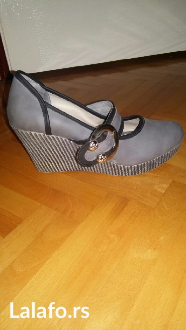 Zenska cipela, br 40, odgovara broju 39 - Kraljevo