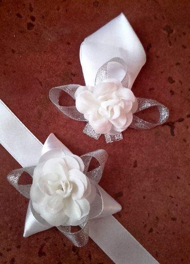 Cvetići za kićenje svatova u belo-srebrnoj boji. Po želji isti - Velika Plana