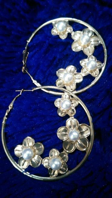 Серьги кольца,украшены цветами и жемчугом! одностороннии,бижутерия! в Бишкек