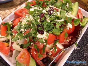 Bakı şəhərində Sumqayitda yerlesen restorana salatci xanim teleb olunur, gunluk 10