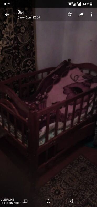 Мебель - Кыргызстан: Продаю 2 детские кроватки.в одной кроватке имеется качка  состояние