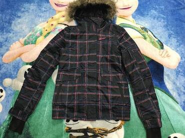Ski jakna,vel.XS ili 12+ god.tamno sivo,uži model. Sitna oštećenja na