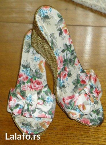 Cvetne papuce    nekorišćene papuče, broj 38. Dužina unutrašnjeg - Majdanpek