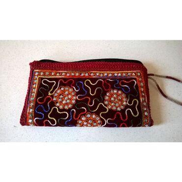 Πορτοφόλι με κέντημα / Καινούργιο  Διαστάσεις: 21 x 11,5 εκατ