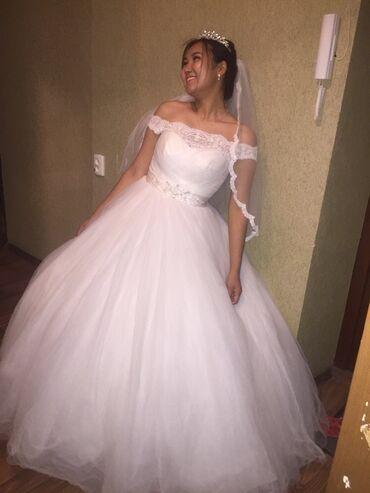 Срочно продаю свадебное платье) в комплекте:фата, корона) Цена