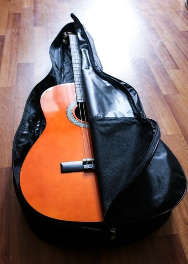 Продаю классическую гитару в (новом) отличном состоянии ТОРГ в Бишкек