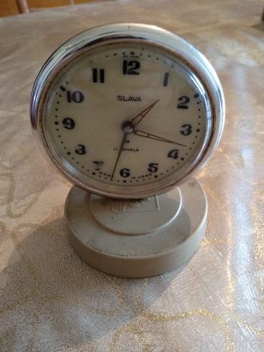 Bakı şəhərində Slava saat. Antikdir. SSRİ istehsalıdır. 1964-cü ildə alınıb.