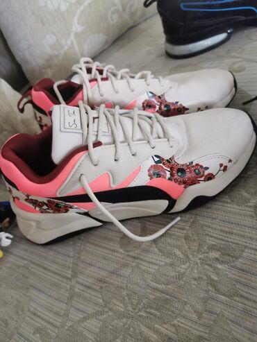 Ženska patike i atletske cipele   Sremska Mitrovica: Puma zenske patike samo jednom nosene broj 38 nemaju tragove