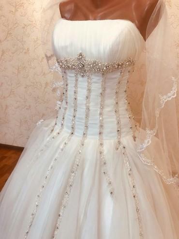Сдаю или продаю свадебные платья, от Pierre Cardin .  В подарок фата