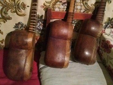 Bakı şəhərində Tut ağacından əla tarlar satılır