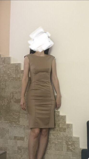 Платье футляр, платье вне времени, лаконичный фасон, безупречный цвет