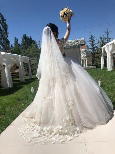 Свадебное платье размер S, одевала один раз, почти как новое очень