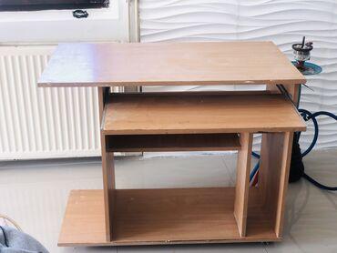 Na prodaju radni sto Kao nov u odličnom stanju zainteresovani Neka poz