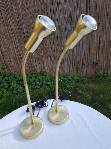 Dve identične stare metalne lampe, odlične za osvetljavanje i - Novi Sad