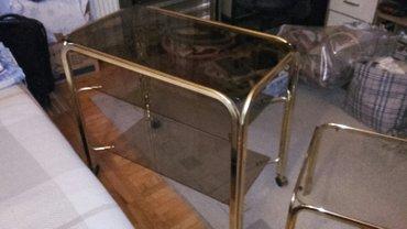 Prodajem staklene stolove sa hromiranim ivicama u boji zlata. Veći sto - Novi Sad