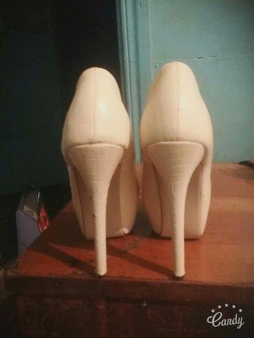 Белые туфли каблук 15-16 см 38-39 размер одевала 3-4 раза в Бишкек