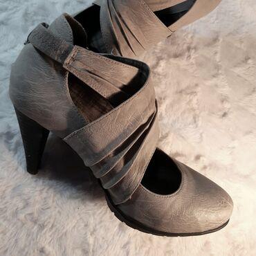Nove cipele koje nisu koriscene