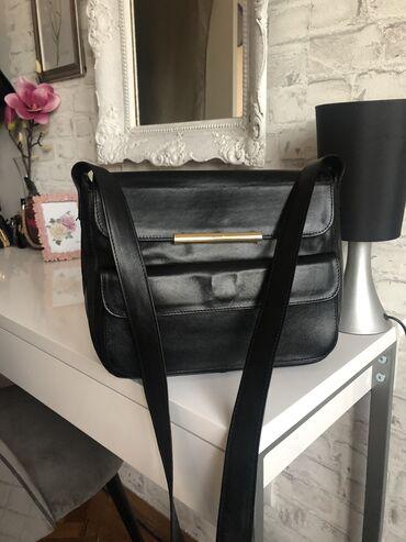 Majica goa - Srbija: MONA torba, BAS KAO NOVA. Crne boje. Vrlo malo koriscena. Prava koza