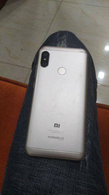 İşlənmiş Xiaomi Mi A2 Lite 32 GB qızılı