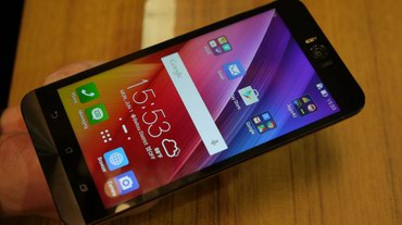 ASUS Zenfone Selfie ZD 551 telefonun zaryadka yeri ve batareyasi - Bakı