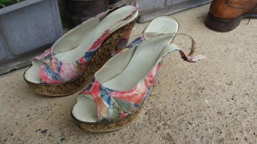 Zenske sandale, sa potpeticom, broj 39. - Krusevac