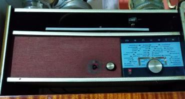 Ostali kućni aparati | Nova Pazova: Stari radio-gramofon sa slike,šaljem brzom poštom