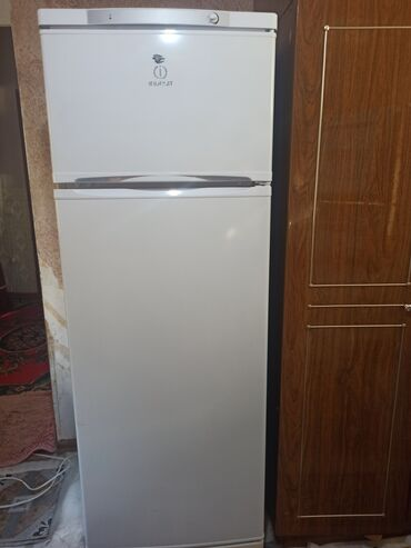 работа в швеции бишкек in Кыргызстан   КОРОВЫ, БЫКИ: Новый Двухкамерный   Белый холодильник Indesit