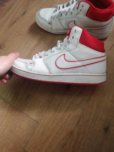Ženska patike i atletske cipele | Jagodina: Ženske bele Nike patike za 800 din. Broj patika je 37,5. Veoma su
